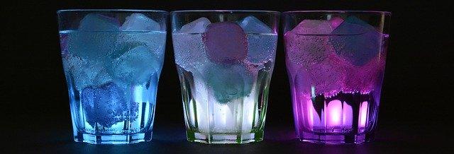 Eiswüfel mit Farbe